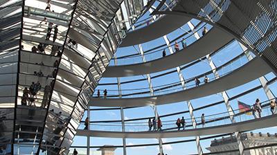 Berlin: Kuppel-Gebäude vom deutschen Parlament