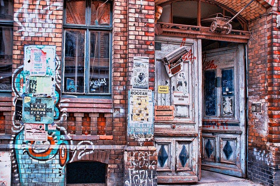 Leipzig: Haus mit vielen Graffitis