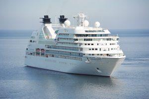 Kreuzfahrtschiff, Fähre auf dem Meer