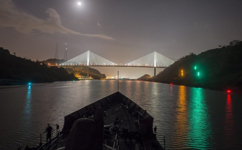 Panama-Kanal bei Nacht