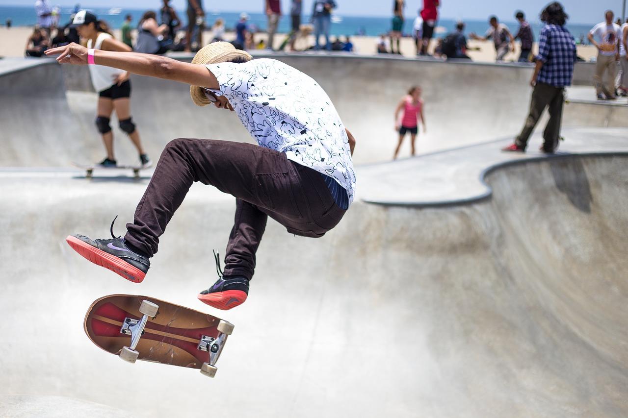 Junge Leute im Skate-Park