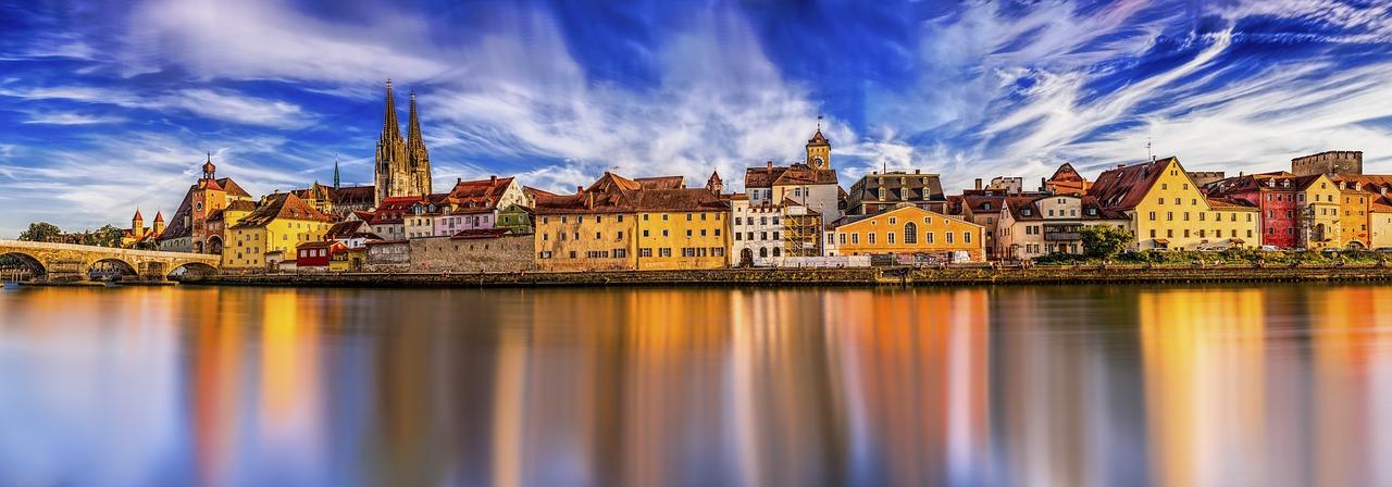 Studieren in Deutschland: Panorama der deutschen Stadt Regensburg