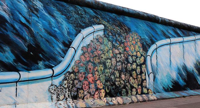 Berliner Mauer, Graffiti einer Menschenmenge